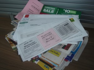 Pošta plná reklamného odpadu